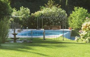 462157) Casa A 336 M Del Centro De Garda Con Internet, Piscina, Jardín