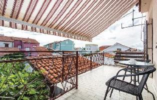 207645) Casa En El Centro De Omi?alj Con Internet, Aire Acondicionado, Jardín, Lavadora