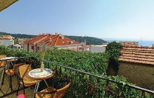 307500) Apartamento En El Centro De Makarska Con Internet, Aire Acondicionado, Terraza, Jardín