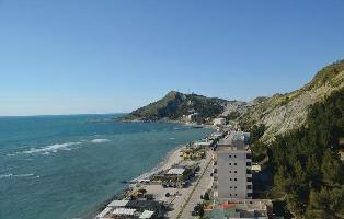 258133) Apartamento A 1.2 Km Del Centro De Durrës Con Internet, Aire Acondicionado, Jardín, Lavadora