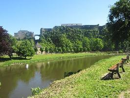 35807) Casa En Bouillon Con Aparcamiento, Terraza, Jardín