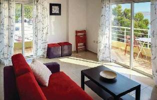 636425) Apartamento A 969 M Del Centro De Sarandë Con Internet, Aire Acondicionado, Jardín, Lavadora