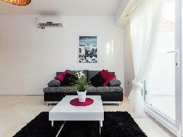 492209) Apartamento En El Centro De Biograd Na Moru Con Aire Acondicionado, Aparcamiento, Terraza, J