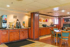 Hotel Quality Inn & Suites Detroit Metro Airport