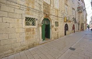 330292) Apartamento En El Centro De Makarska Con Internet, Aire Acondicionado, Lavadora