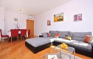 652512) Apartamento En El Centro De Podstrana Con Internet, Aire Acondicionado, Jardín, Lavadora