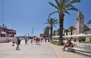 323242) Apartamento En El Centro De Trogir Con Internet, Aire Acondicionado, Aparcamiento, Terraza