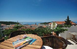 325082) Apartamento En El Centro De Makarska Con Internet, Piscina, Aire Acondicionado, Jardín