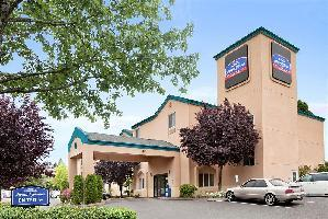 Hotel Howard Johnson Inn And Suites By Vancouver Mall