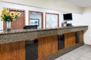 Hotel Days Inn And Suites Des Moines Airport