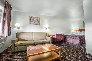 Hotel Rodeway Inn & Suites