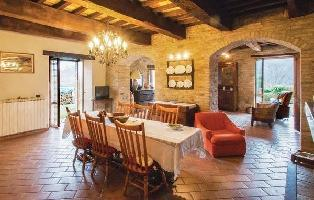 643868) Casa En Urbino Con Piscina, Aparcamiento, Terraza, Lavadora
