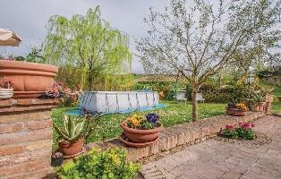 644097) Casa En Urbino Con Piscina, Aire Acondicionado, Aparcamiento, Lavadora