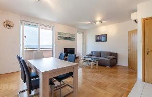 504435) Apartamento En El Centro De Podstrana Con Internet, Aire Acondicionado, Lavadora
