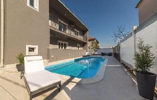 614967) Apartamento En El Centro De Trogir Con Internet, Piscina, Aire Acondicionado, Aparcamiento