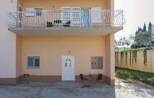 615881) Apartamento En El Centro De Solin Con Internet, Aire Acondicionado, Jardín