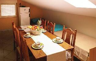 640049) Apartamento En El Centro De Njivice Con Internet, Aire Acondicionado, Jardín