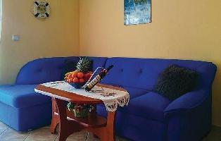 640365) Apartamento En El Centro De Njivice Con Internet, Aire Acondicionado, Jardín