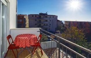 648580) Apartamento En El Centro De Podstrana Con Internet, Aire Acondicionado, Jardín, Lavadora