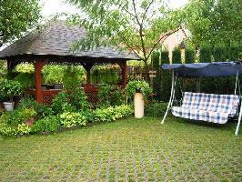 216589) Apartamento En El Centro De Keszthely Con Aire Acondicionado, Jardín