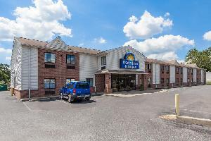 Hotel Days Inn & Suites Cambridge