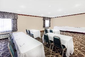 Hotel Baymont Inn & Suites Grand Rapids Airport