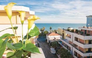 616468) Apartamento En El Centro De Alba Adriatica Con Internet, Aire Acondicionado, Jardín, Lavador