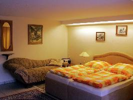 303325) Apartamento En Horn-bad Meinberg Con Aparcamiento, Jardín