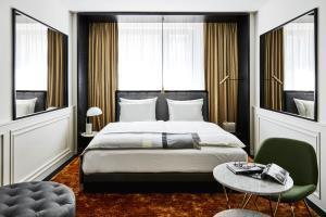 Hotel Roomers Munich, Autograph Collection
